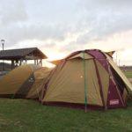 雨キャンプ 高嶋海水浴場オートキャンプ場 コールマン ドームスクリーンタープ380 で雨しのぐ